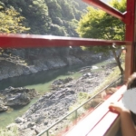 "<span class=""title"">【京都電車旅】トロッコからの嵐山(渡月橋)はヤバ過ぎる!子連れも泊まれる高コスパホテルも。</span>"
